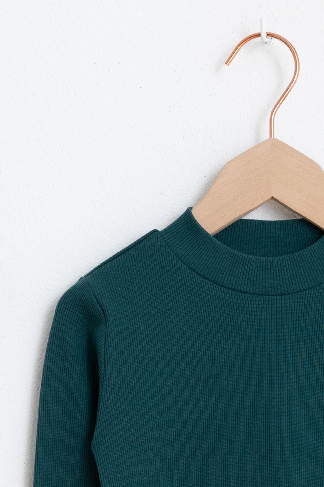 Donkergroen t-shirt met lange mouw