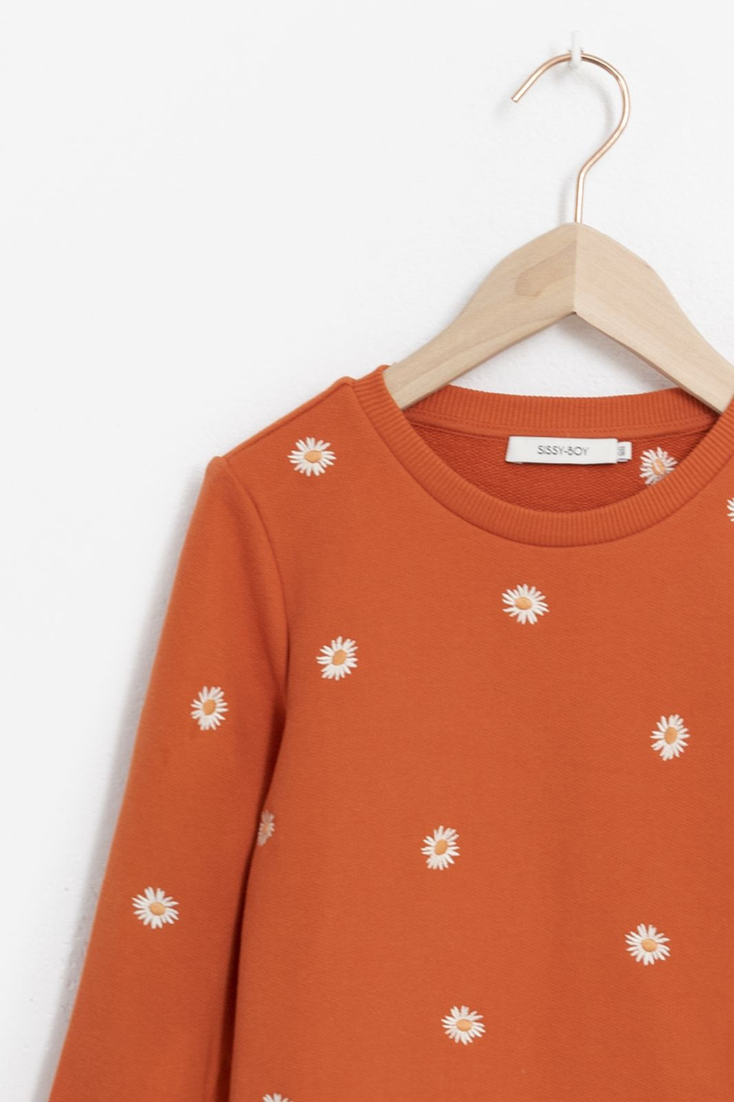 Oranje sweater met all over madeliefjes embroidery - Kids   Sissy-Boy