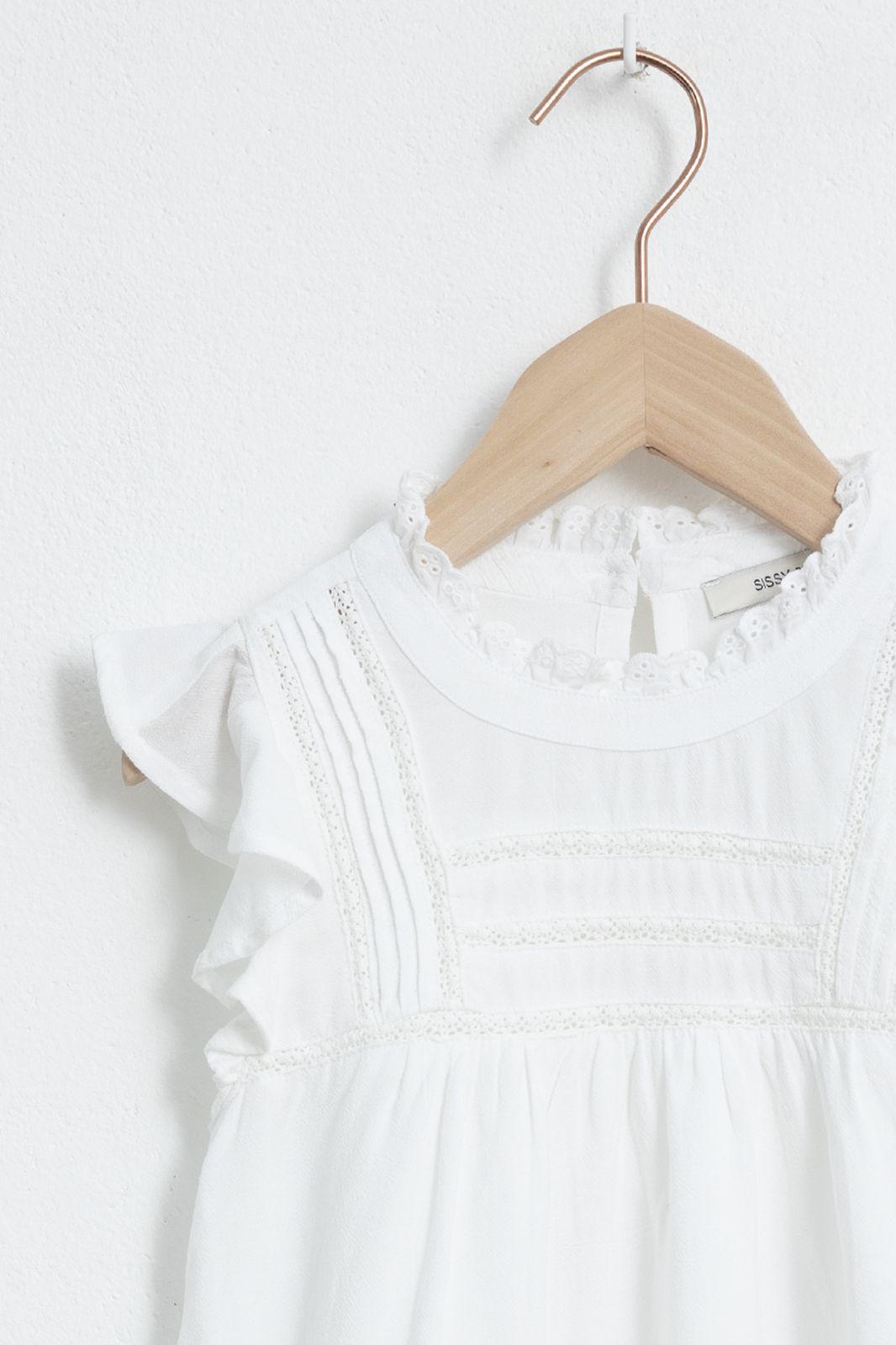 Witte blouse met kanten details en ruffle mouw